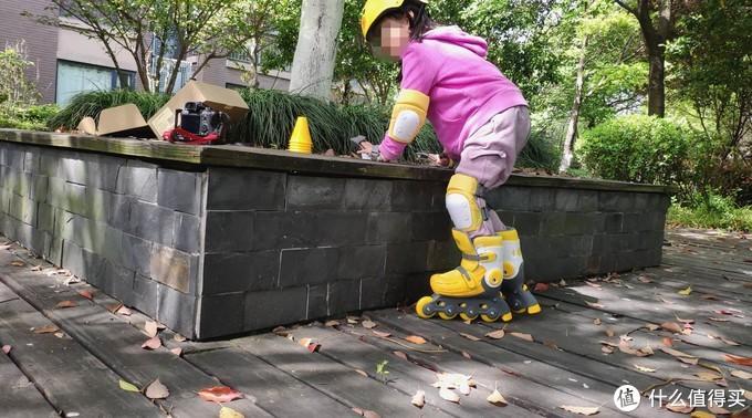 轮滑萌新小丫头自己的选择,柒小佰轮滑套装实战体验