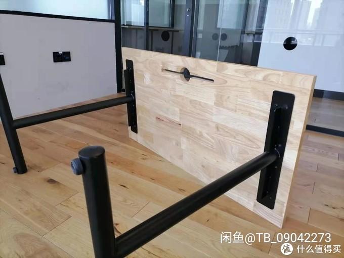 桌子是实木桌板配金属桌腿,120*60的尺寸,金属桌腿不可调节,小黄鱼60元购入