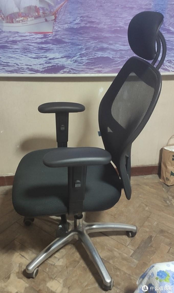 椅子是西昊M35人体工学椅,椅背、扶手、腰靠、颈枕、坐高均可调节 小黄鱼50元购入