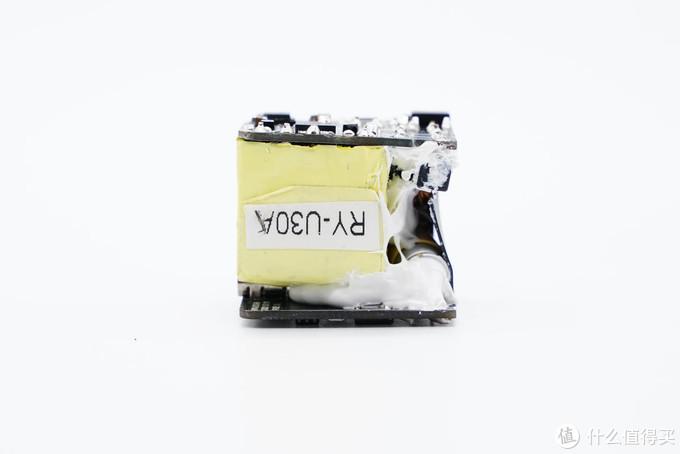 拆解报告:REMAX迷你30W PD快充氮化镓充电器RY-U30A