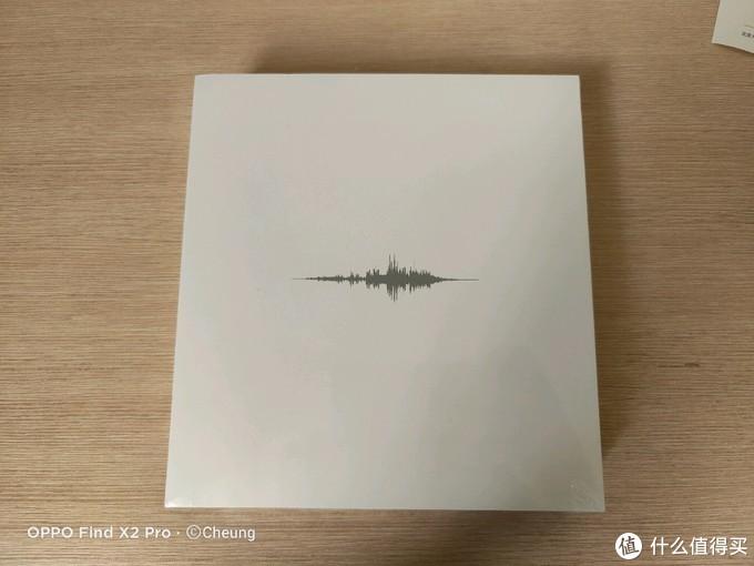 包装比较简洁,正面比较简洁没有logo只有一段音频