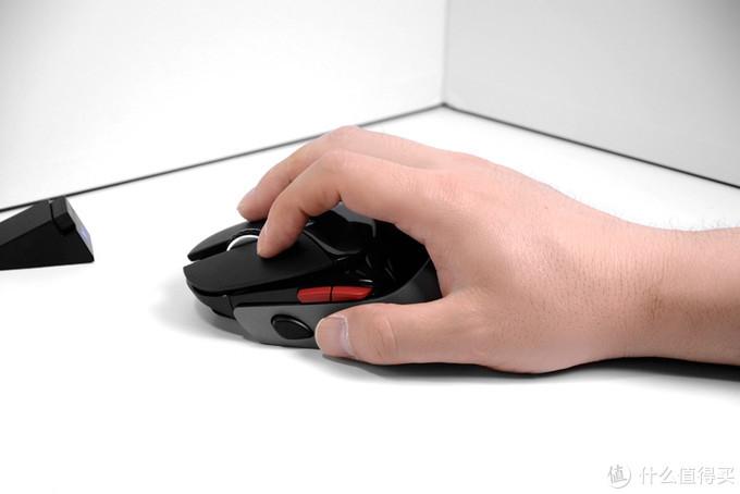 定位挺准、分量偏重,雷柏VT960鼠标开箱体验