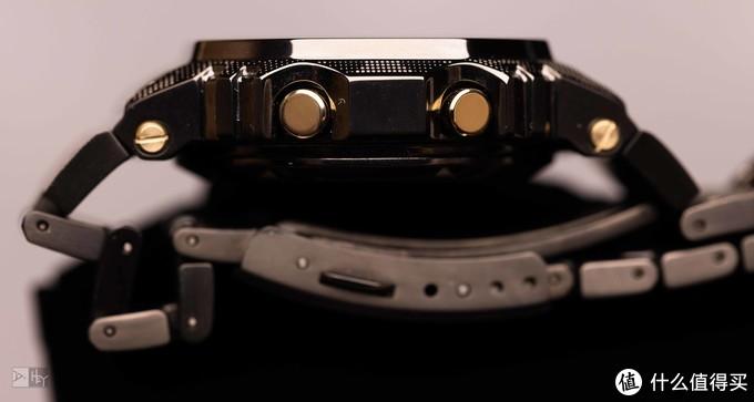 厚度感人,金色镀层按钮和螺丝,真的好看