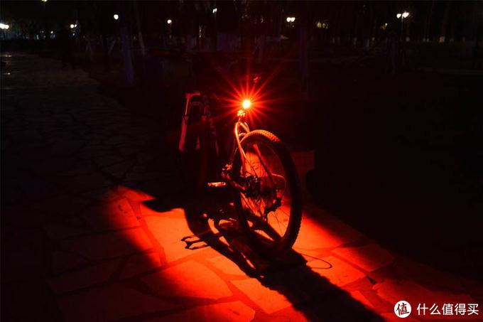 夜骑要提高安全性更要酷炫-迈极炫SEEMEE 200