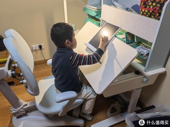 送给孩子最好的学习礼物--西昊儿童学习桌
