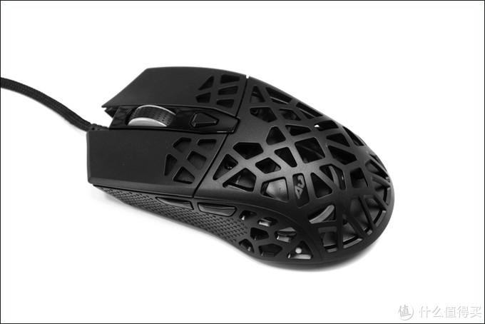 去年跟美加狮同天发布的鸟巢洞洞鼠,黑爵AJ339鼠标开箱