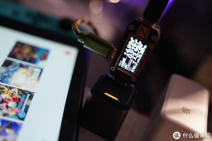 不仅为了iPhone!拇指大小的Aohi Magcube 30W氮化镓充电器