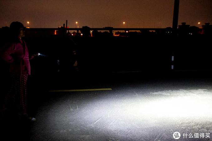 看看谁更亮?是黑夜里的星还是指挥家 Baton3 尊享版 ?