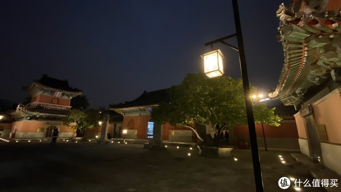 夜晚灯光真的美,这里很安静。 北京主城区,其实很安静。施工很难的,也没有渣土车。