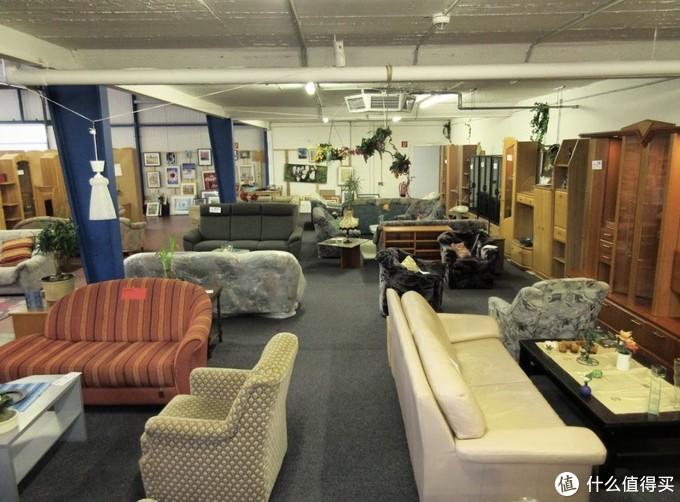 我很喜欢的一家大型的旧货店,种类齐全,摆放有序。图片来自网络,侵删
