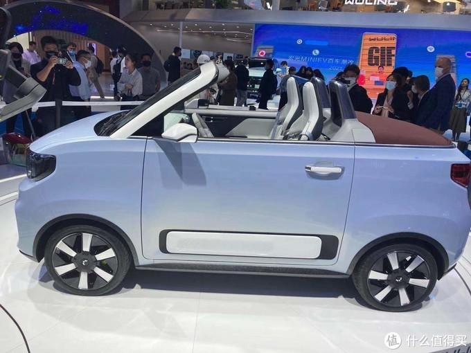 2021上海车展:五菱宏光MINI EV敞篷版来了,五六万的敞篷车谁能拒绝?