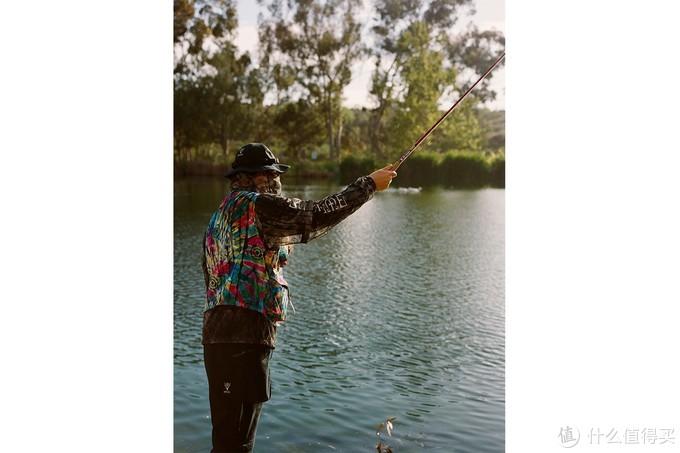 想要带着Supreme的鱼竿去钓鱼吗?这下可以实现了 | 日常心水