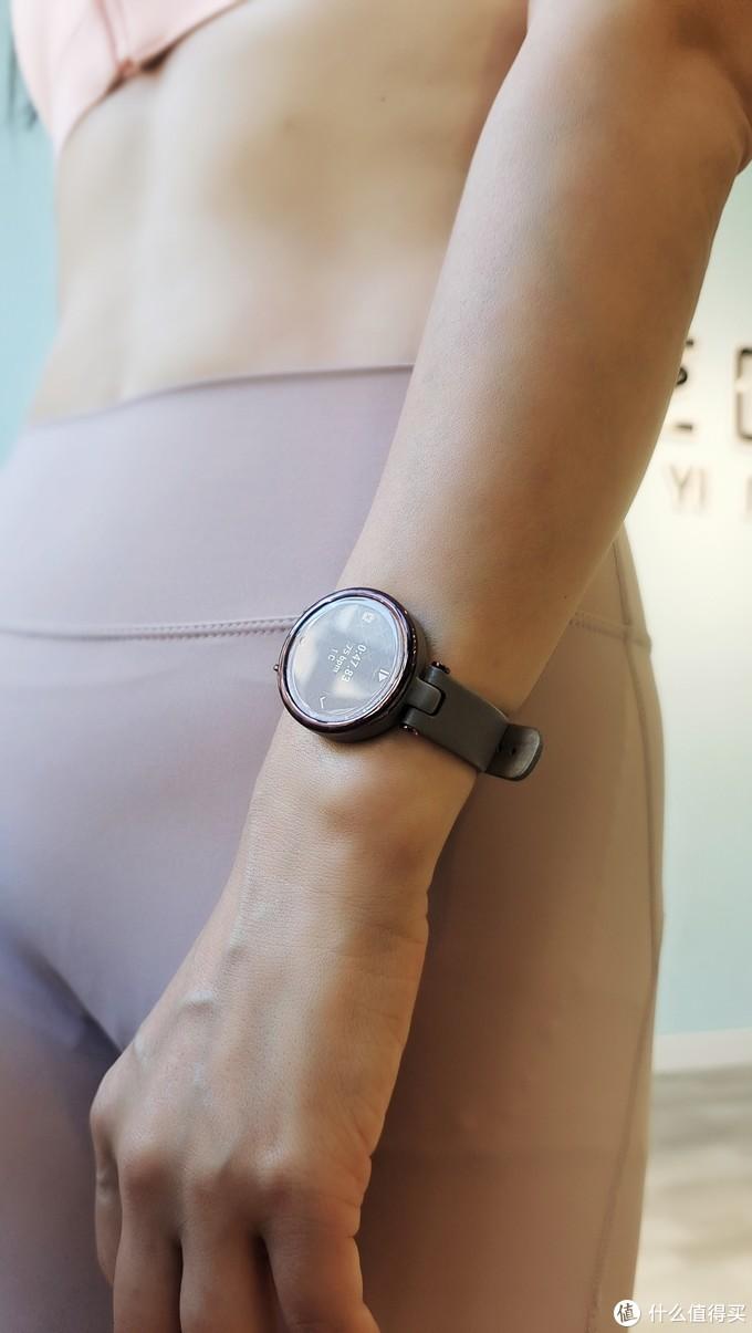 跟踪经期监测睡眠监督喝水 细致入微的佳明LILY健康运动手表 值得拥有