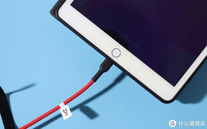 果粉福音 液态硅胶材质,亲肤、柔软,还耐用耐拉 紫米PD充电线体验