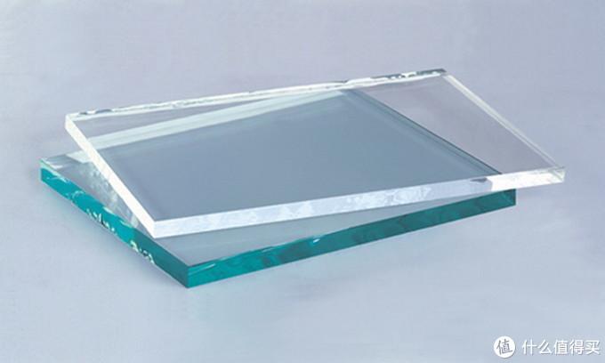 上面是超白玻璃,下面是普通玻璃