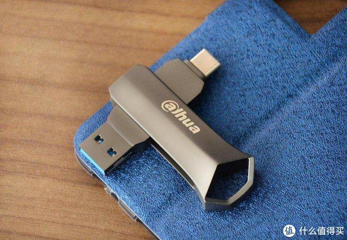五年质保,大华双接口U盘上手测评:让手机和电脑无缝连接