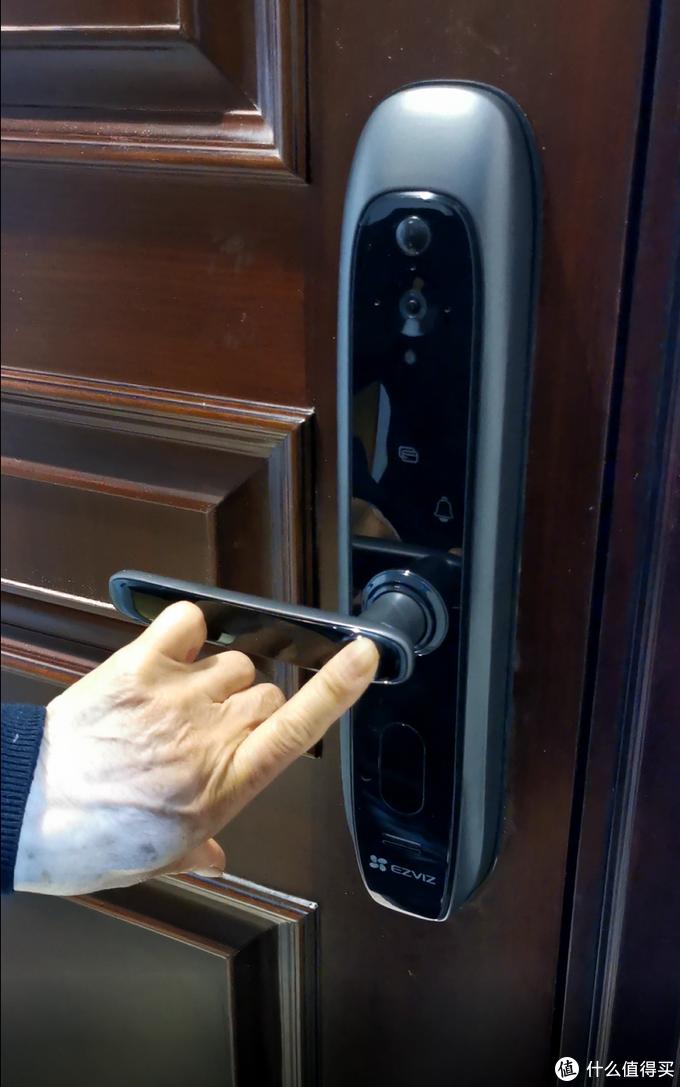 智哪儿评测:智能锁、监控、门铃三合一的萤石智能锁DL20VC评测