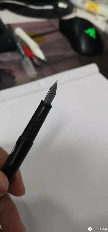 这个灰不拉几的笔芯?看起来掉价了