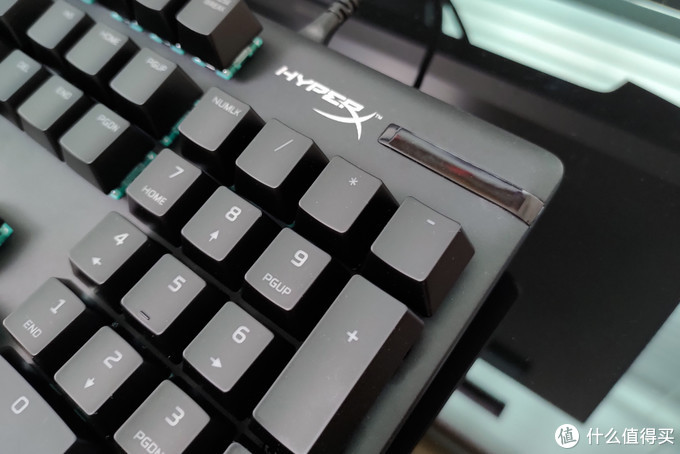蒂凡尼轴换个壳 ?HyperX阿洛伊起源RGB水轴机械键盘晒物