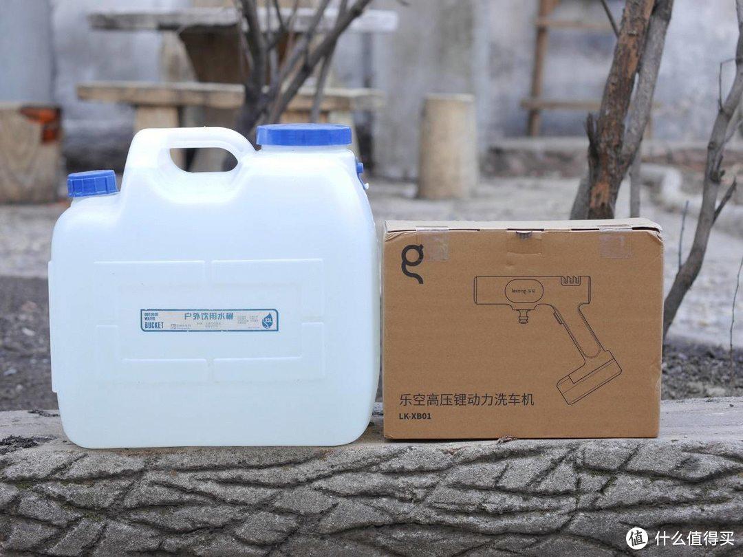 不用接水管就能刷车?上手小米有品乐空洗车机,家住高层也不怕
