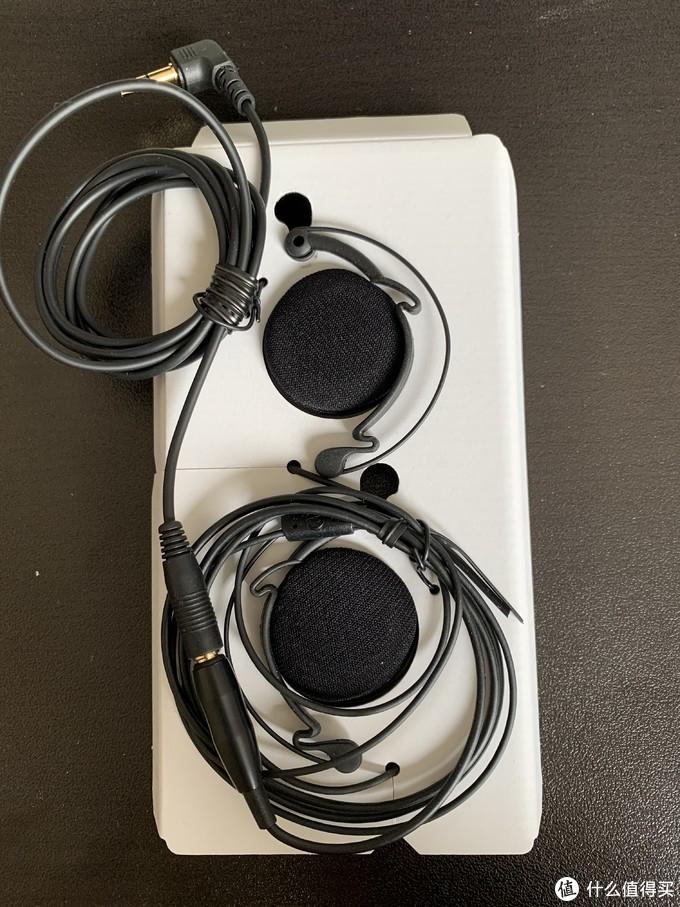 有一段延长线,只把耳机拿出来,其他原样放回