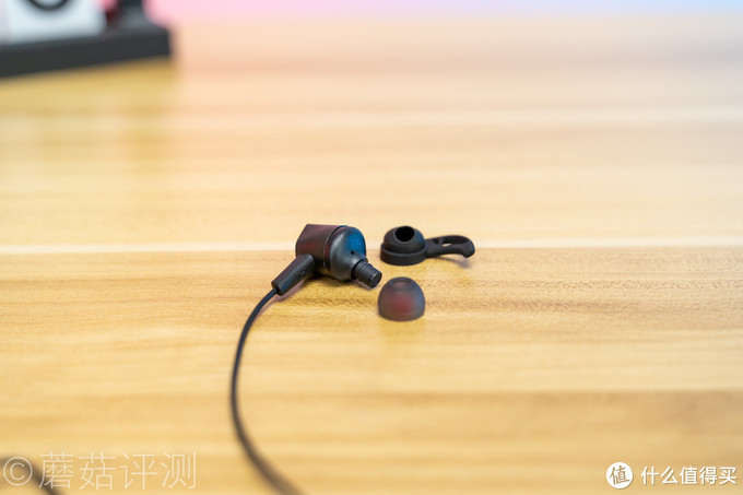 佩戴舒适,音质出色,定位精准、ROG降临2标准版入耳式游戏耳机 评测