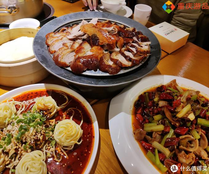 起源于重庆本土的烤鸭店,一鸭多吃,形式多样,食客络绎不绝
