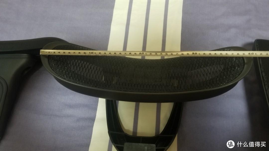 头枕长度为40cm相比其他产品还是很大滴,这款椅子的头枕在各位大佬的评测贴中也崭露头角哦