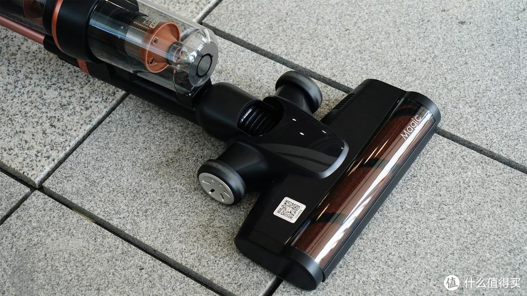 低重心,地面吸尘更轻便!可直立,随手整理无需依靠:莱克M10R无线吸尘器上手