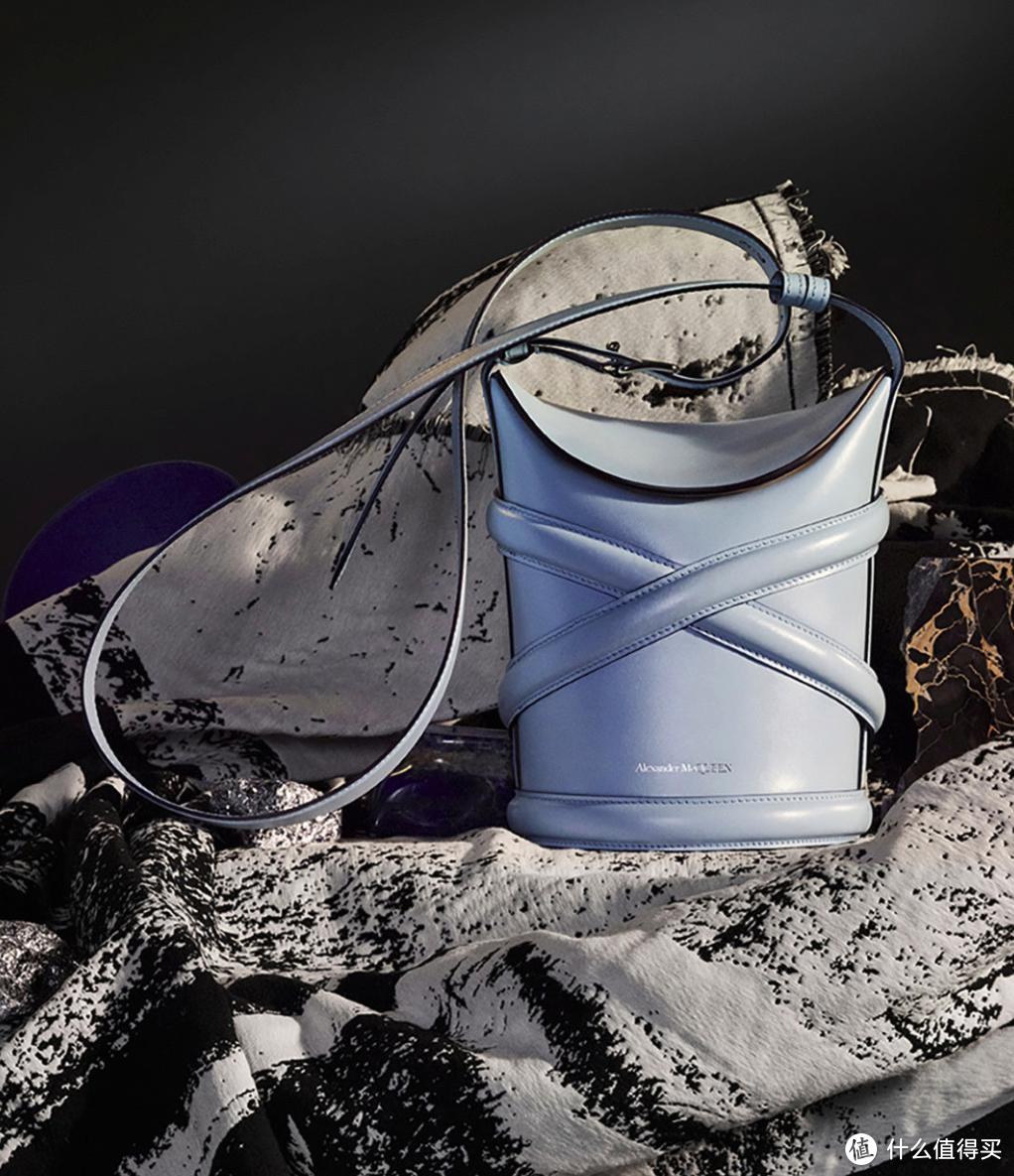 新包上架|McQueen Curve水桶包,三吉彩花、沈梦辰已经安排上了