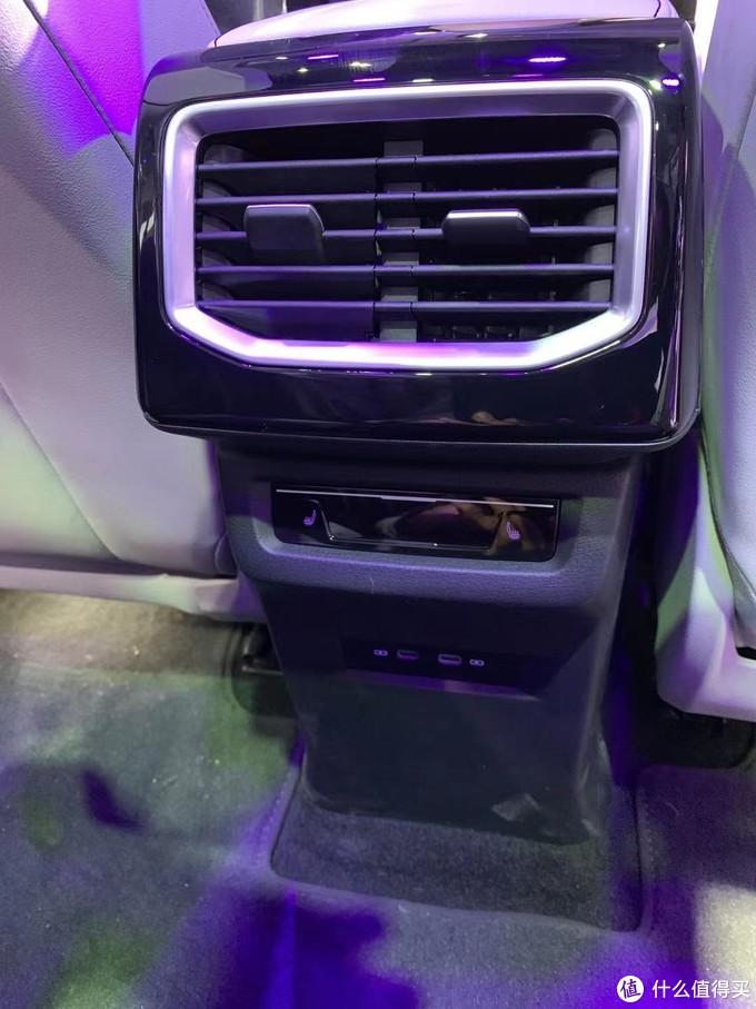 大众铁粉,超多细节图让你看透ID. 6 X纯电6座SUV……