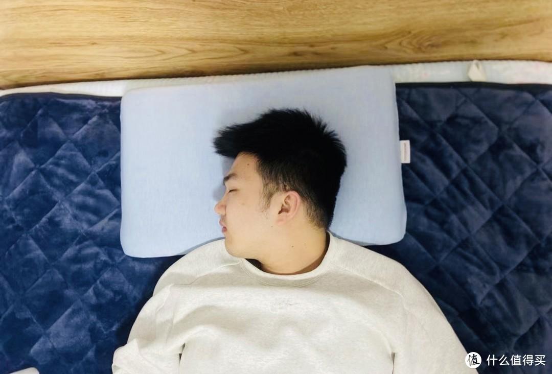 夏天应该怎么选择一款凉快的枕头?