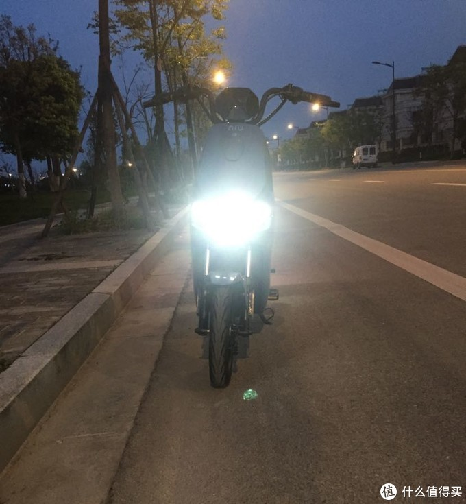 大灯亮度不错的