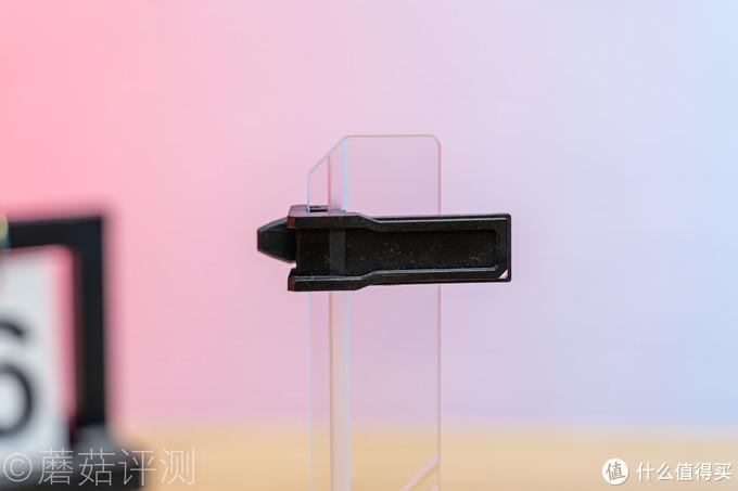 做工精致,灯效柔美,设计出众、酷冷至尊 炫晶-钢化玻璃显卡支架评测