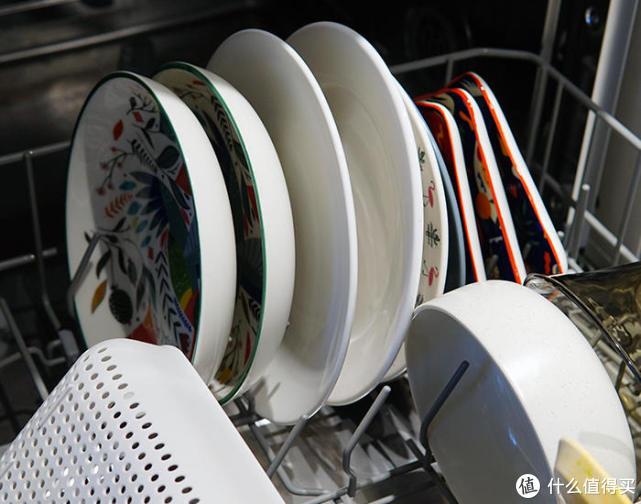 火眼睛超强去污!云米Al智目洗碗机让碗碟blingbling亮晶晶