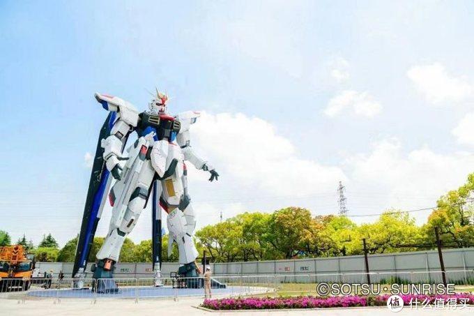我是刚大木:上海实物自由高达立像头部安装完毕