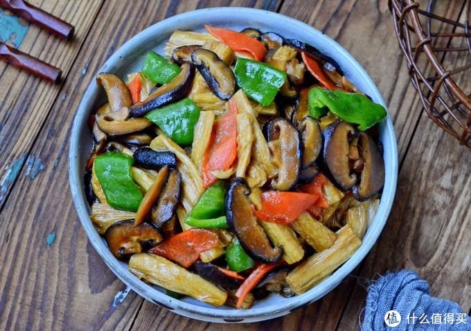 春天这菜我家每周吃三回,简单一炒就出锅,十块钱一大盘,超实惠