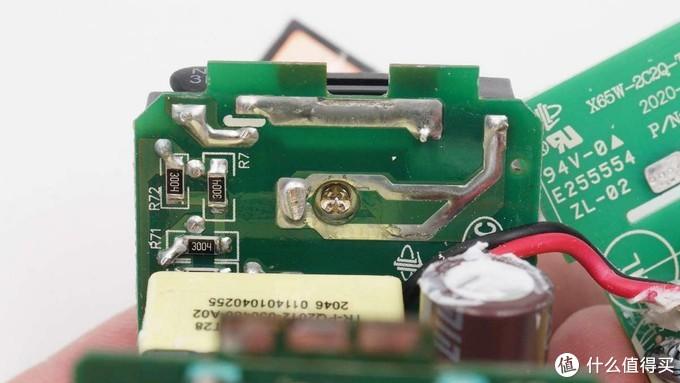 拆解报告:RAVPOWER睿能宝65W 2A2C快充充电器