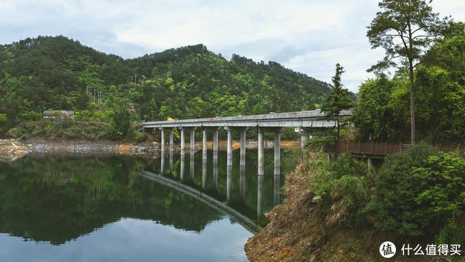 界牌桥,这附近还有另外一个桥能够上去拍照,边上就是花海不同季节种的不同