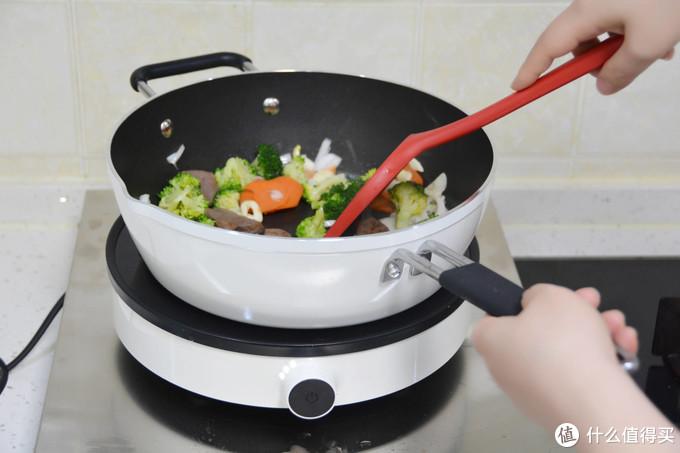 一锅多用厨房好帮手 知吾煮平底炒锅