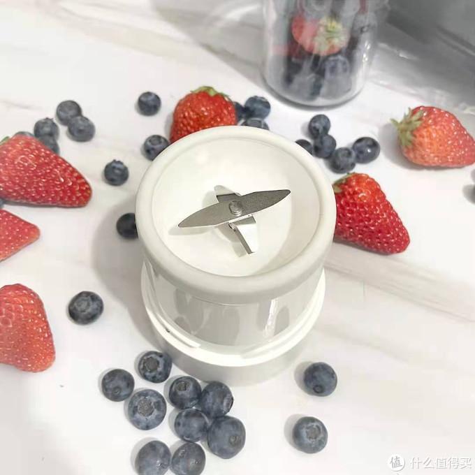 米家随行便携榨汁杯,35秒享受鲜榨鲜饮!
