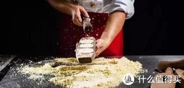 粤港澳大湾区中山的特产——百年老字号咀香园杏仁饼你了解吗? 送礼首选