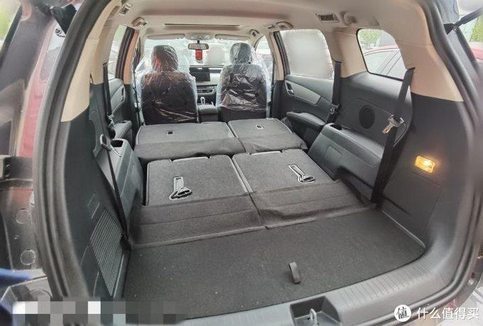 宋MAX:车里睡觉解锁新姿势,冬天坐后排,为你我受冷风吹