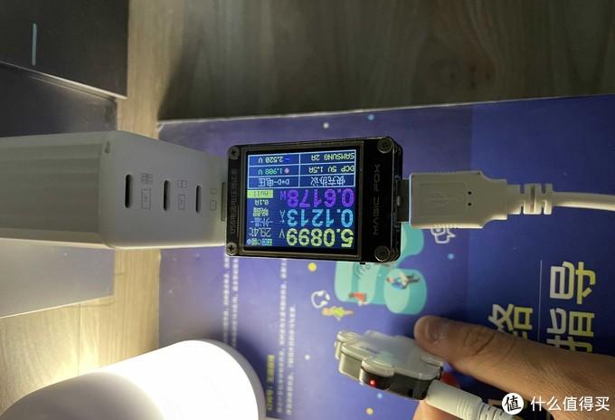 S4同样支持小电流输出,可以为蓝牙耳机、随身听等设备充电。
