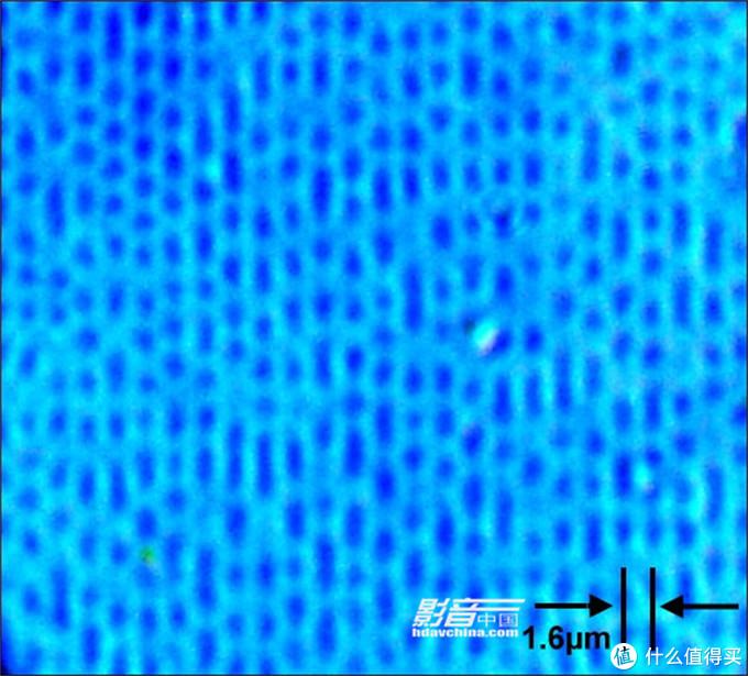 CD唱片信息层在显微镜下的坑槽分布情况