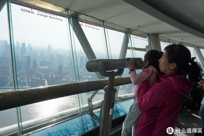 用望远镜看黄浦江
