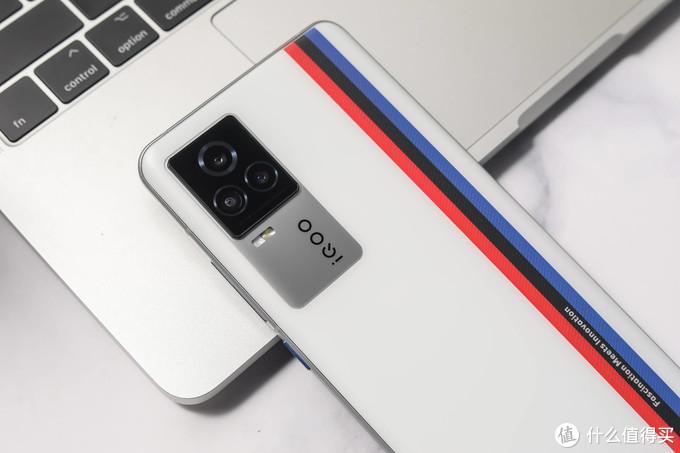骁龙888+全感操控系统!全新iQOO 7传奇版游戏性能极佳
