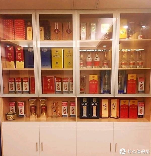 酒柜里的酒酒们