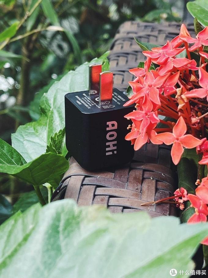 """会""""呼吸""""的充电器「AOHi 30w」快充体验和其他的有什么不同?"""