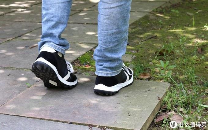 轻松搞定夏季穿搭,不妨试试小米有品刚上架的抗菌轻弹运动休闲鞋